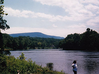 FISH, SWIM AND CANOE ON THE NEARBY SHENANDOAH RIVER