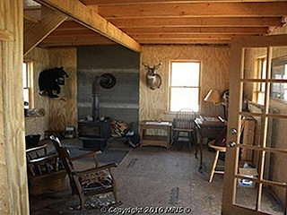 COZY CABIN IN TOP SHAPE, KITCHEN APPLIANCES