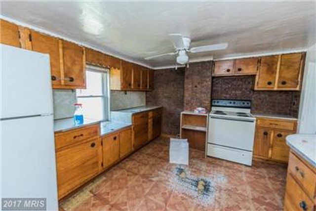 Roomy kitchen with new cabinents, appliances.