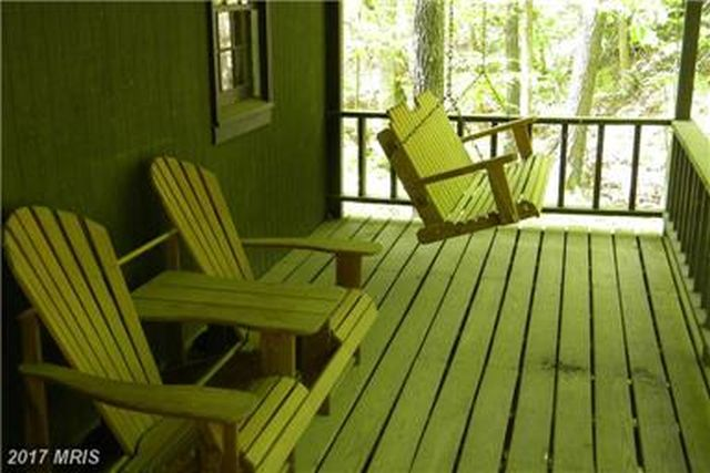 SPACIOUS PORCH TO RELAX AND ENJOY SOUND OF RIVER